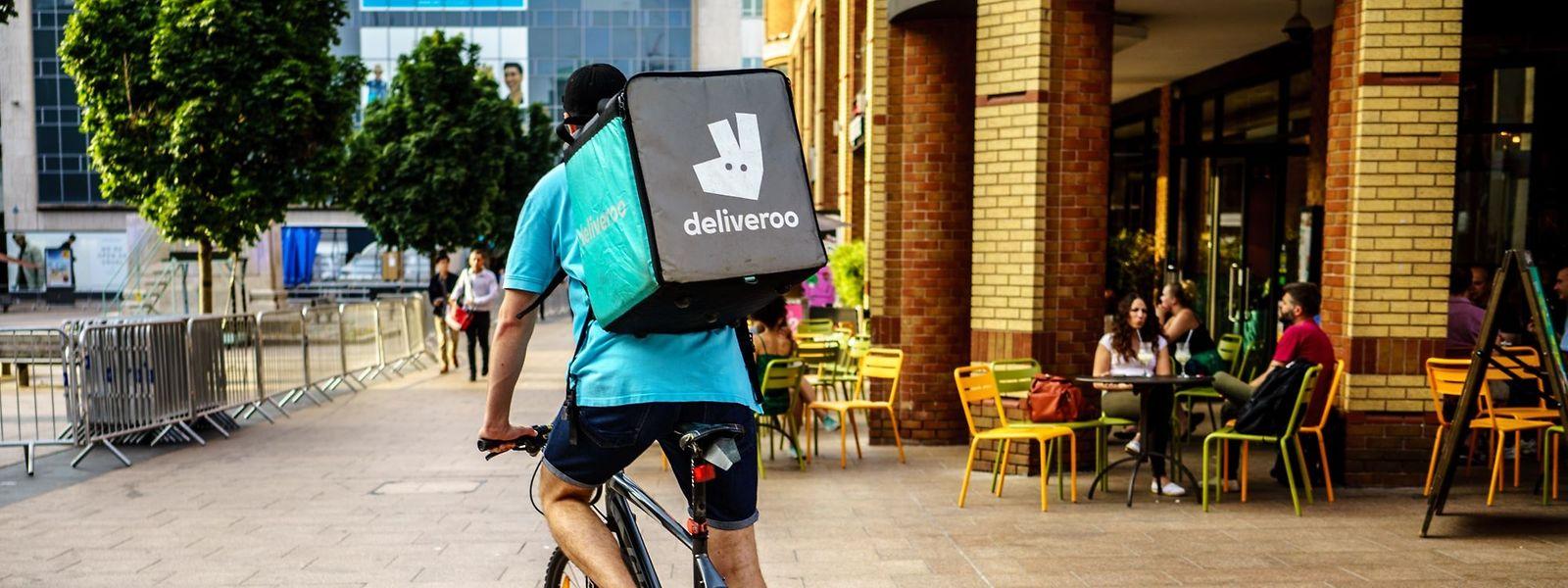 La législation européenne sur les «petits boulots» inclut aussi en théorie les personnes travaillant dans le cadre de plateformes comme Deliveroo.
