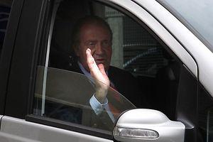 König Juan Carlos verlässt das Krankenhaus nach seiner Hüft-Operation.