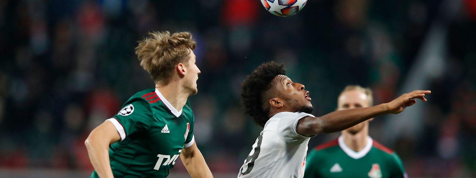 Die Spieler aus Moskau bereiten den Bayern um Kingsley Coman (r.) große Probleme.