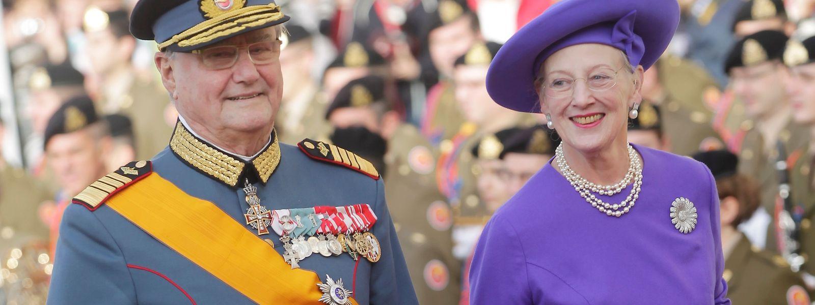 Königin Margarethe und Prinz Henrik weilten zur Hochzeit von Erbgroßherzog Guillaume und Prinzessin Stéphanie im Jahr 2012 in Luxemburg.