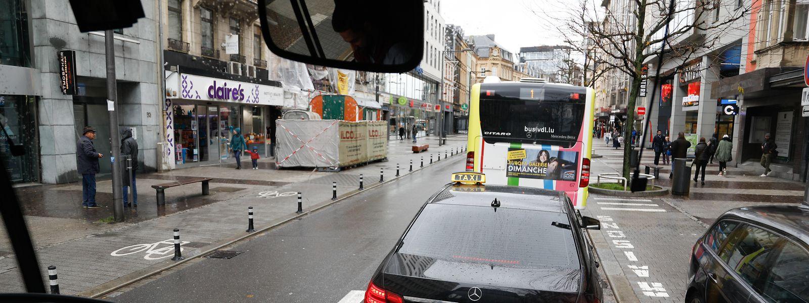 Même si la situation reste compliquée, la circulation a gagné quelques km/h aux abords de la place et du boulevard de la gare.