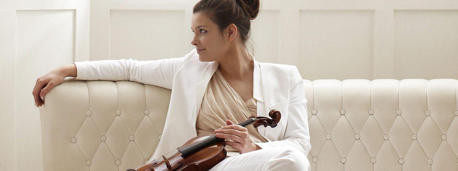 Ob sie nun mit einem Orchester oder nur mit einem Musikerkollegen spielt: Für Janine Jansen kommt es beim Musizieren auf eine echte und offene Kommunikation an.