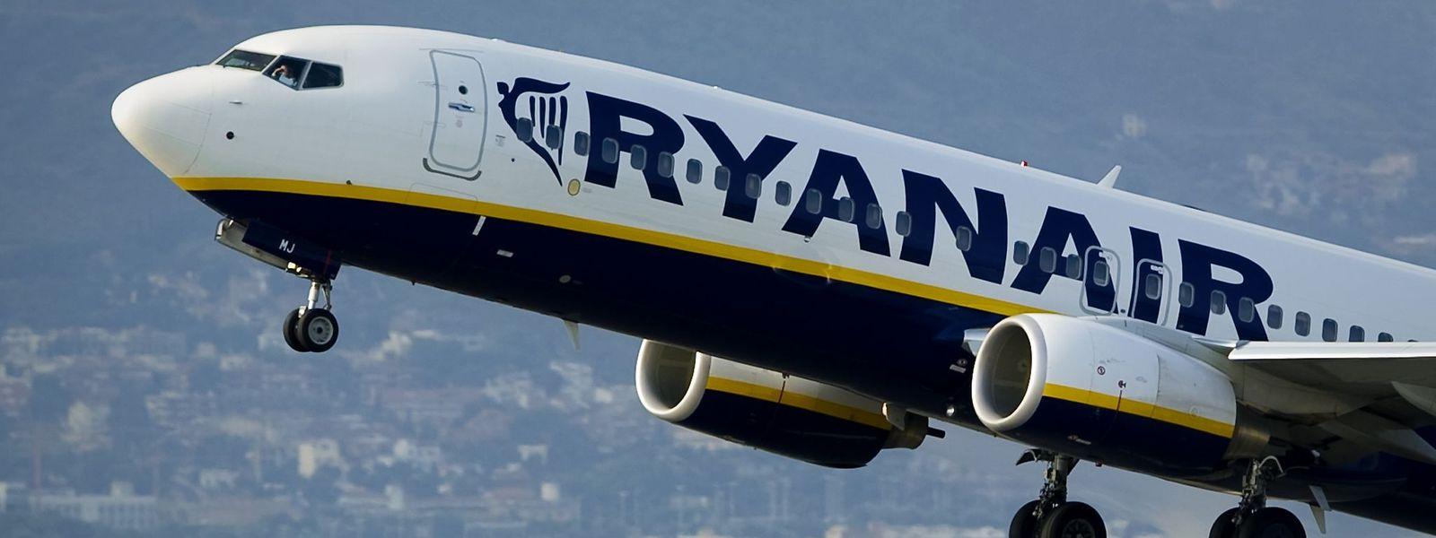 Die Billigfluggesellschaft Ryanair fliegt ab Sommer 2017 auch Neapel und Ponta Delgada an.