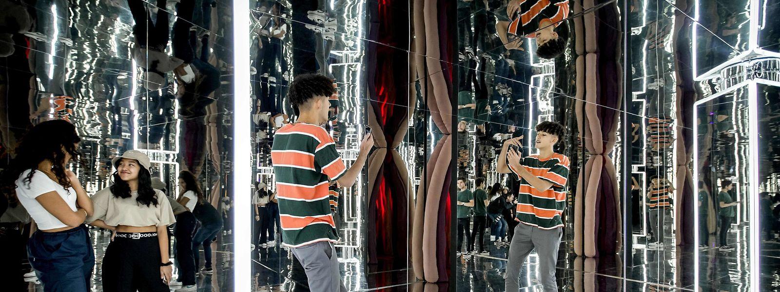 """Amsterdam. Bei dieser Ausstellung stehen der Besucher und sein Fotografierbedürfnis im Zentrum. Das """"Youseum"""" in der niederländischen Hauptstadt versteht sich als experimentelles Pop-up-Museum, das den Spieß einmal umdreht."""