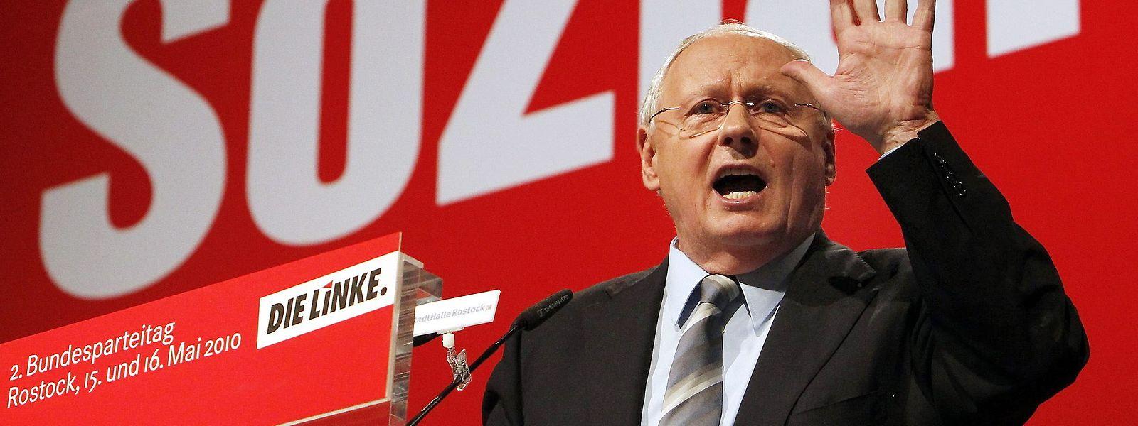 """""""Ein Sozialist kann Christ sein, ein Christ muss Sozialist sein."""" - Oskar Lafontaine, hier im Jahr 2010 beim BUndesparteitag der Linken, hält sich an das Motto von Adolf Grimme."""