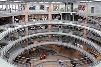 Blick in die Kundenhalle des von Stararchitekt Gottfried Böhm konzipierten Sitzes.
