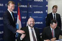 Le Grand-Duc Henri, Etienne Schneider et Patrick de Castelbajac lors de la signature de l'accord à Toulouse.