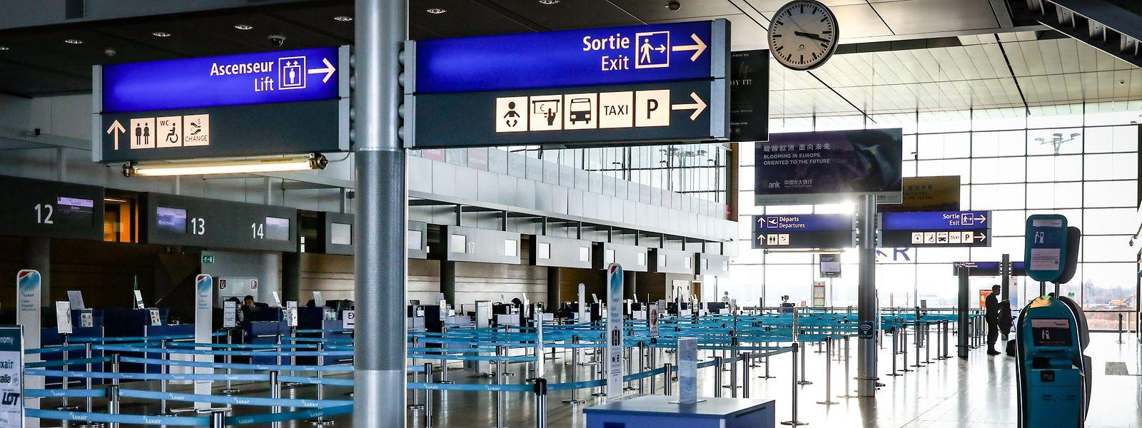 Ein leeres Terminal als Symbolbild der Krise: Der Flughafen Luxemburg hat am 23. März den regulären Passagierverkehr bis auf Weiteres eingestellt.
