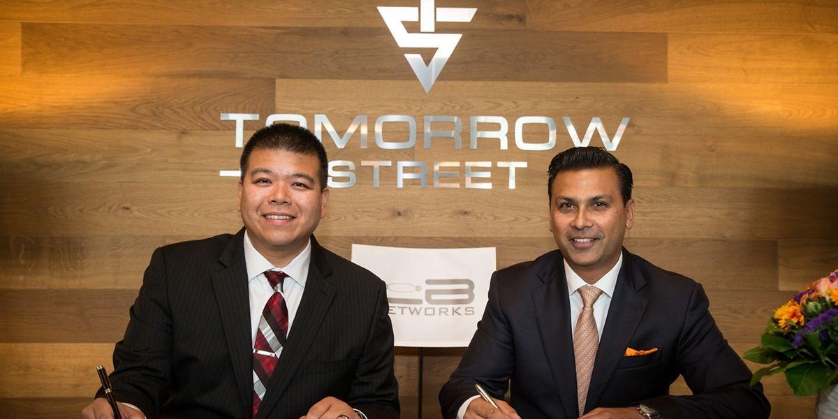 Raymond Chiu, CEO von LB Networks und Warrick Cramer, CEO von Tomorrow Street, haben das Partnerschaftsabkommen am Mittwoch unterschrieben.