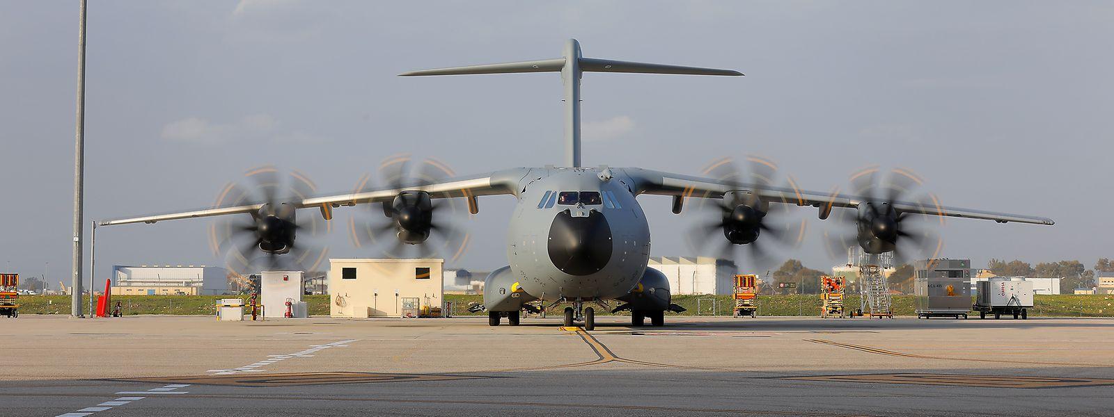 Am Dienstagmorgen wurden in Sevilla zum ersten Mal alle vier Motoren des neuen Airbus A400M hochgefahren.