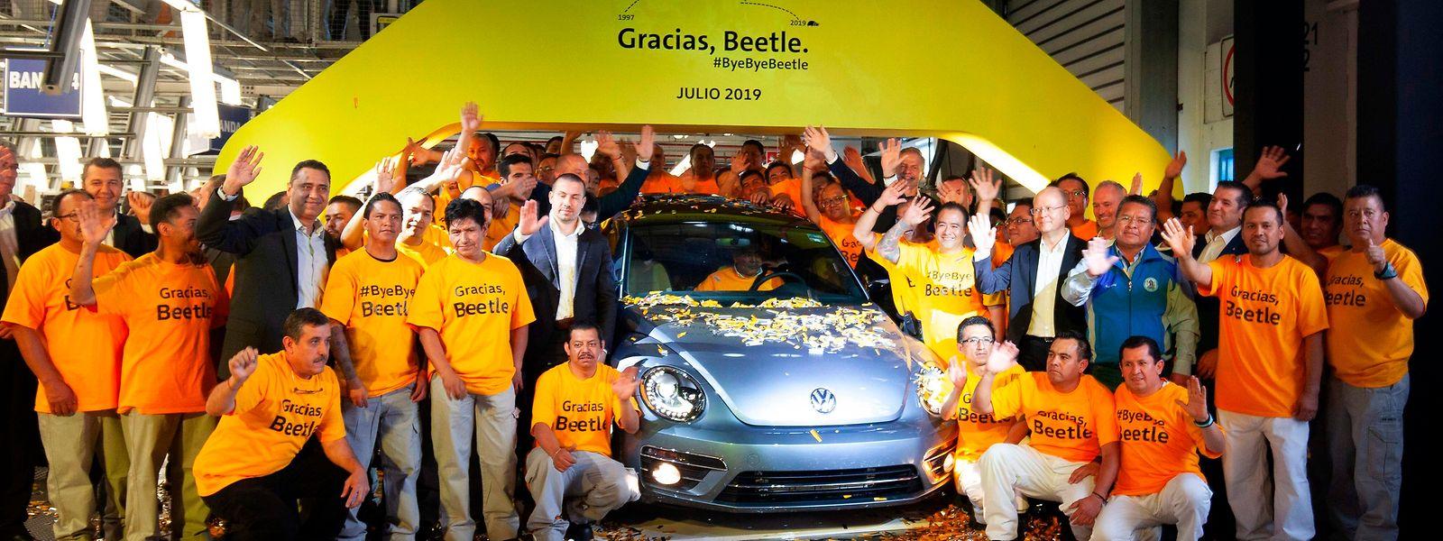 Le tout dernier exemplaire de la mythique Coccinelle de Volkswagen est sorti mercredi de son usine mexicaine de Puebla.