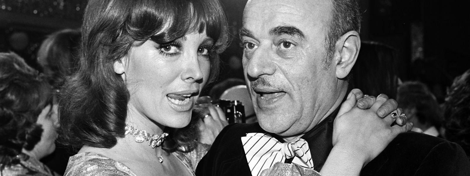 1974 in München: Petra Schürmann und Artur Brauner auf dem 16. Mathäser-Filmball.
