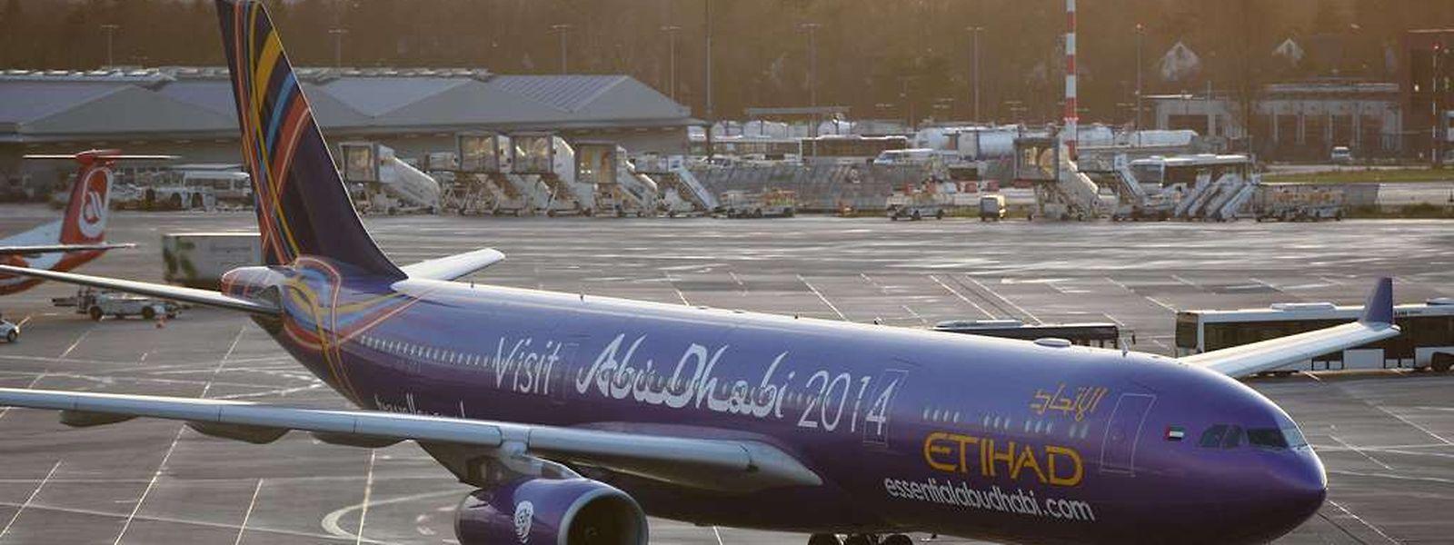 Fast 40 Stunden in diesem Flieger: Die Maschine des Etihad am Flughafen Düsseldorf.
