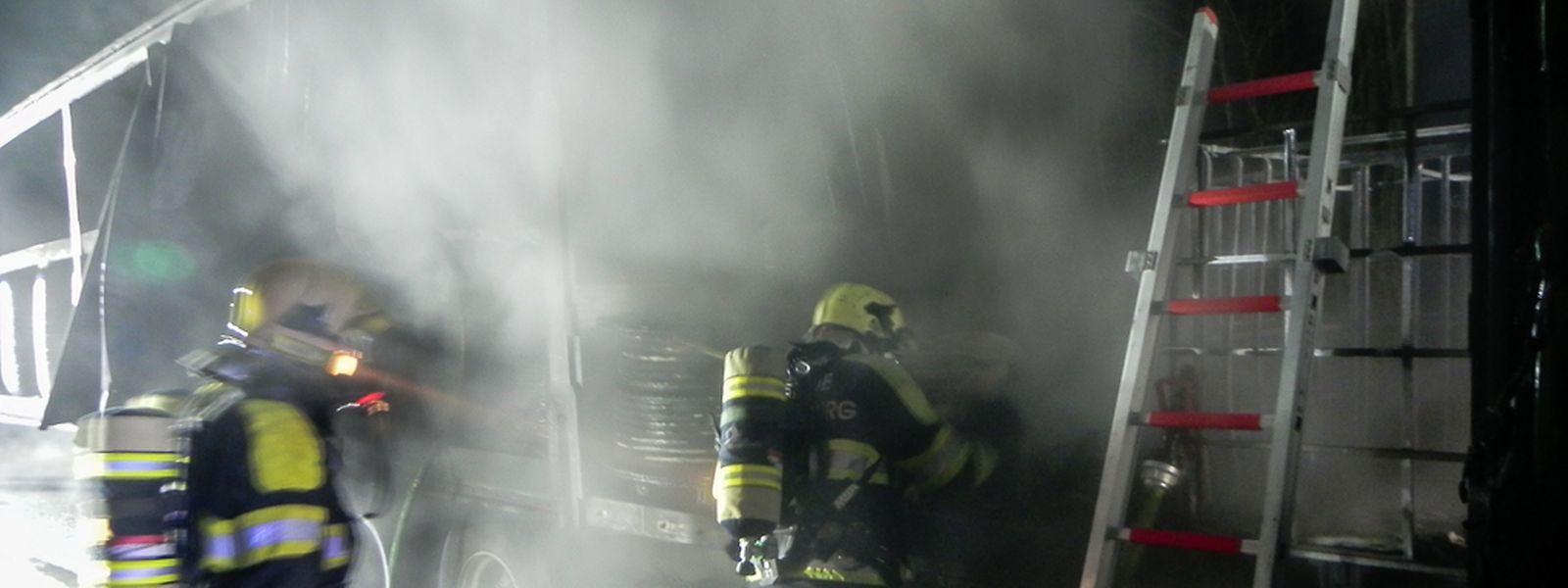 Ein Teil der Ladung wurde durch den Brand beschädigt.