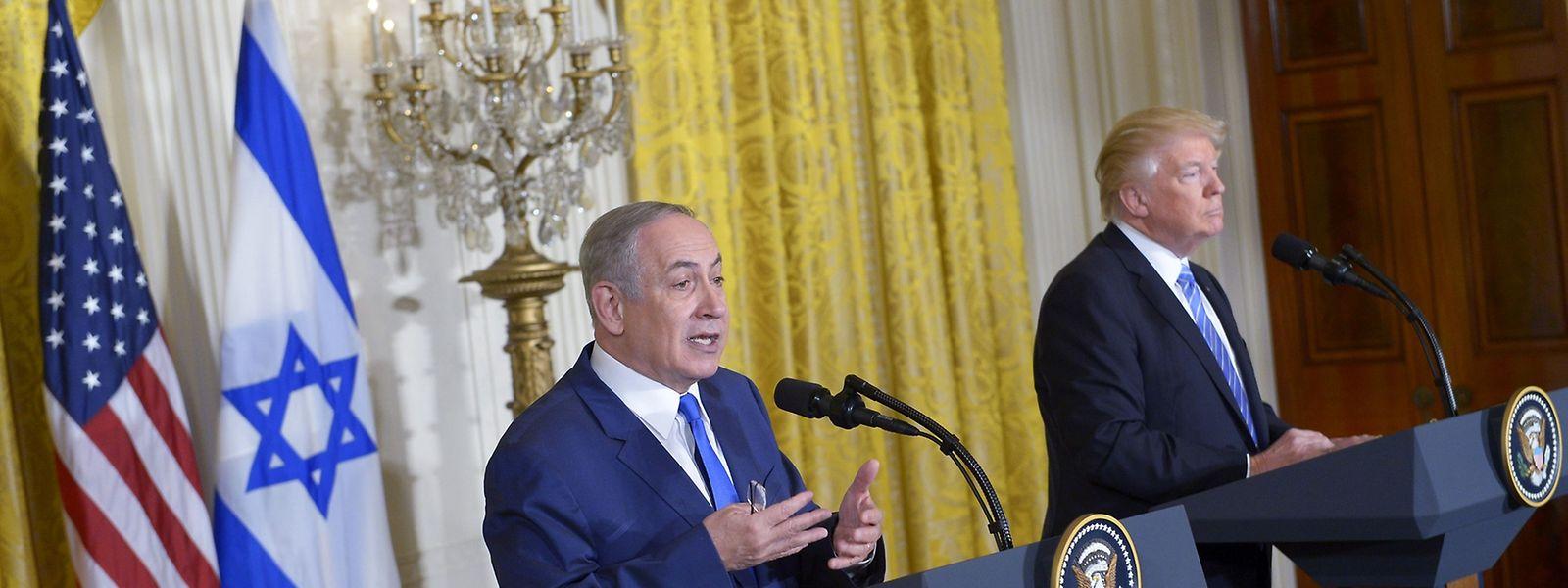 Donald Trump (r.) und der israelische Premierminister Benjamin Netanjahu forderten gegenseitige Kompromissbereitschaft ein.