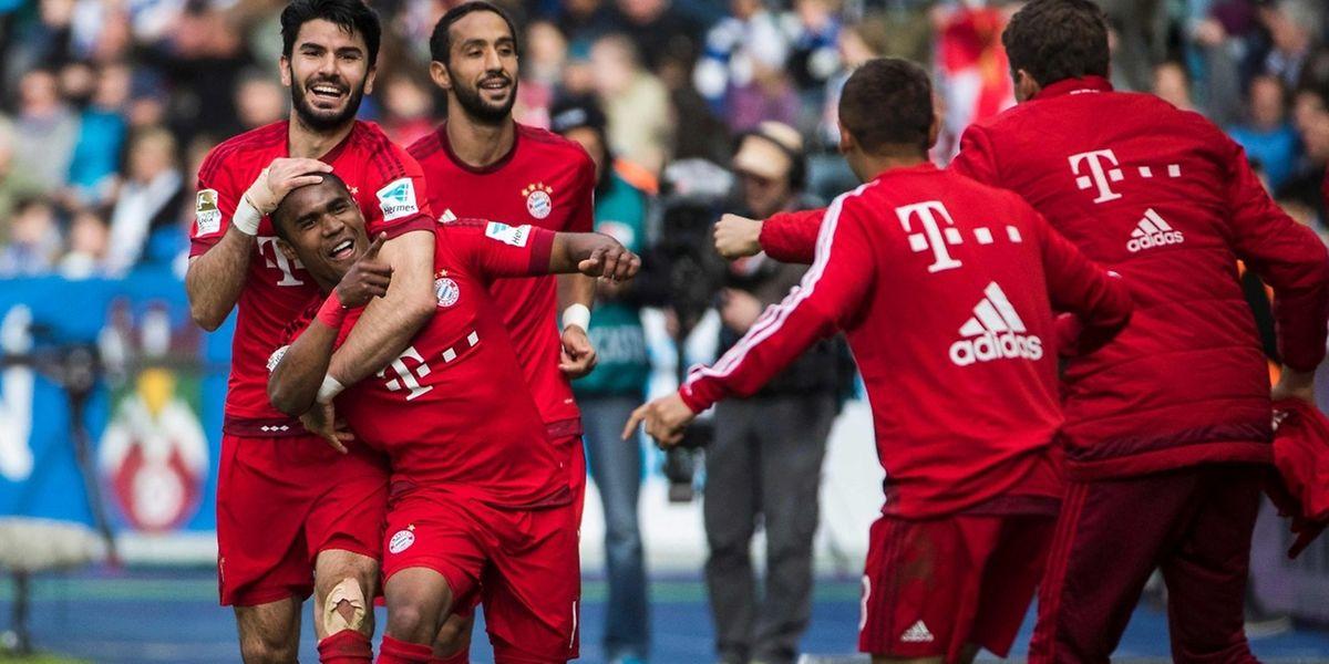 Douglas Costa traf zwar, feiern kann Bayern seinen Meistertitel noch nicht.