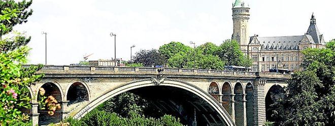 Un pont provisoire va être construit à côté du pont Adolphe pour accueillir le trafic lors des travaux de réhabilitation de ce dernier.