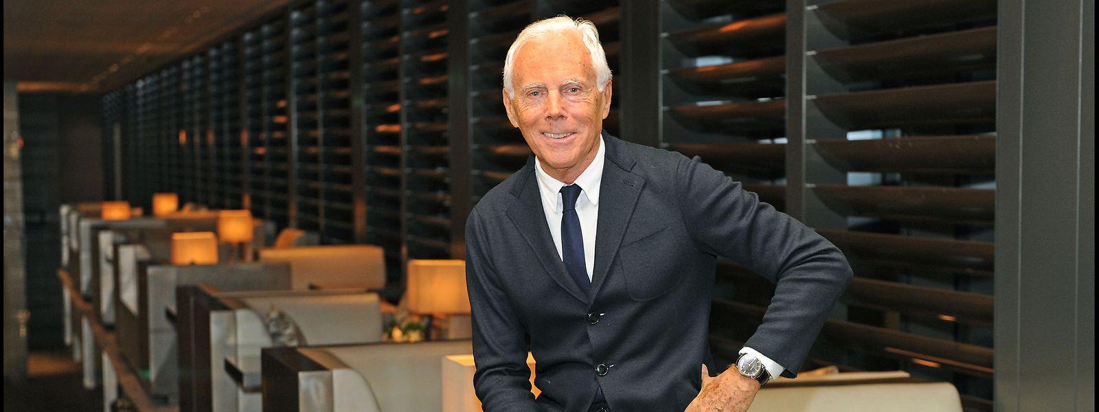 Giorgio Armani ist alleiniger Eigentümer des von ihm 1975 gegründeten internationalen Modeunternehmens Giorgio Armani SpA, das in 60 Ländern mehr als 2000 Ladengeschäfte betreibt.