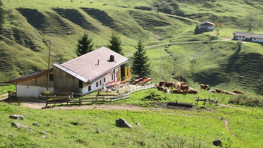 Unter der Woche verirren sich nur wenige Wanderer und Radfahrer auf die Hütten und Almen, di abseits in den Bergen liegen.