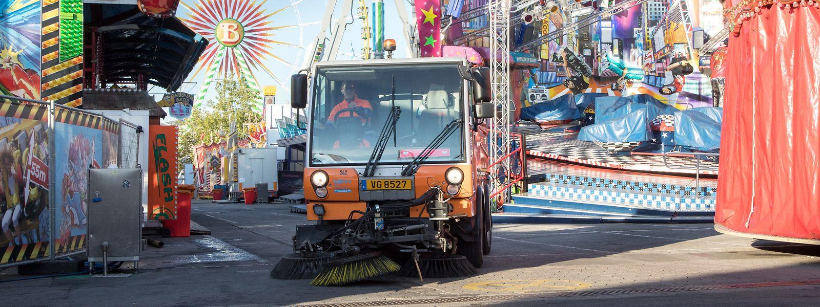 Seize agents ont en charge le nettoyage quotidien des 4 hectares de la fête foraine.
