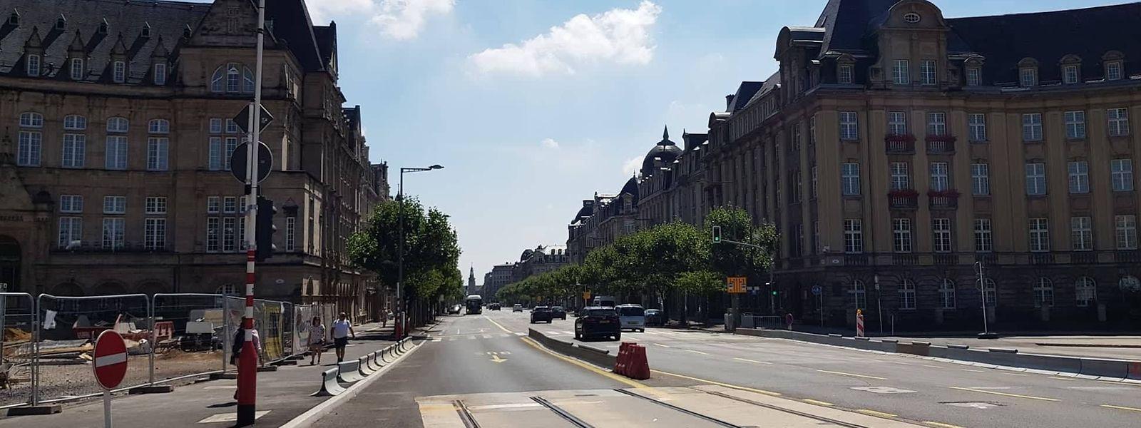 Die ersten Tramschienen wurden im Zuge der Renovierung des Pont Adolphe bis zur Place de Metz verlegt. Ende 2020/Anfang 2021 wird die Straßenbahn über die Nei Avenue fahren.