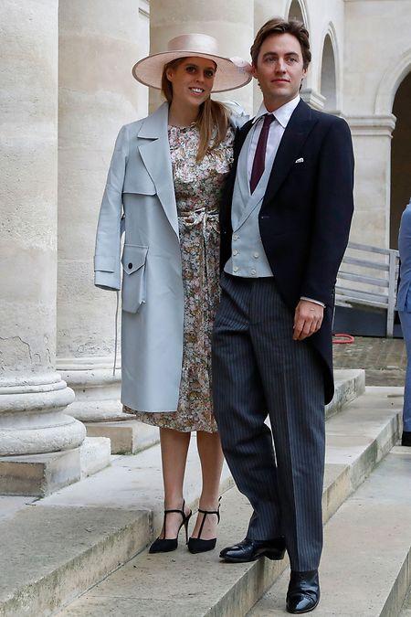 Prinzessin Beatrice und Edoardo Mozzi treffen am 19. Oktober 2019 zur Hochzeit von Prinz Napoléon und Gräfin Olympia Arco-Zinneberg im Pariser Invalidendom ein.