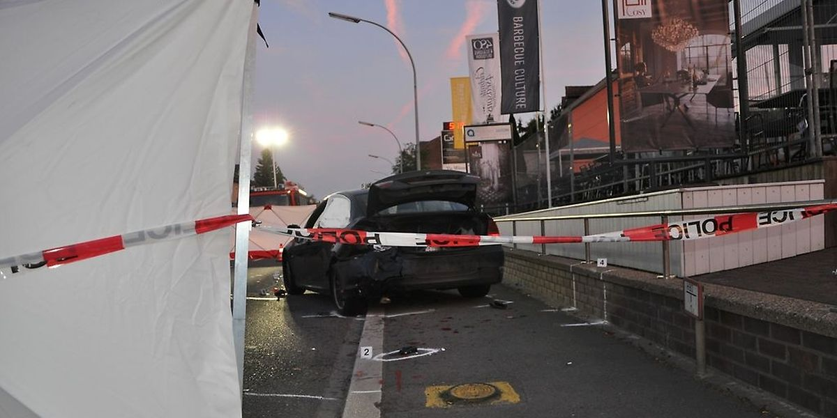 Ohne zu bremsen, war der Fahrer in den Wagen gerast, der gerade kontrolliert wurde.
