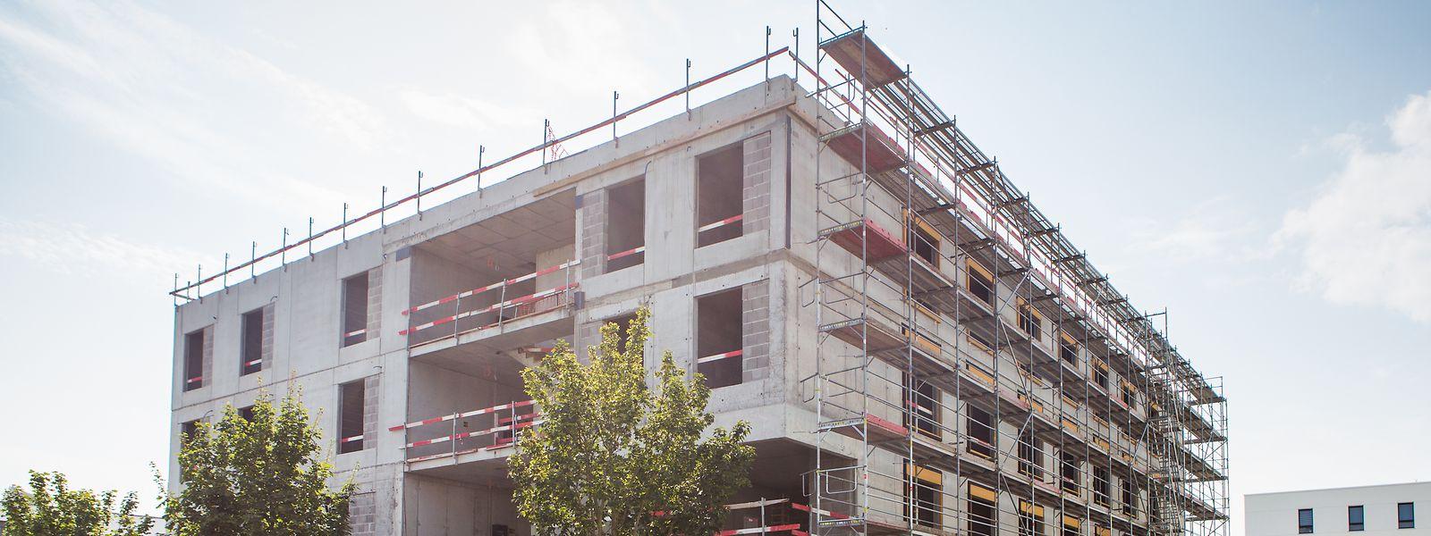 Die Abgeordneten sind sich weitestgehend darüber einig, dass das Angebot auf dem Wohnungsmarkt dem Wachstum des Landes Rechnung tragen muss.