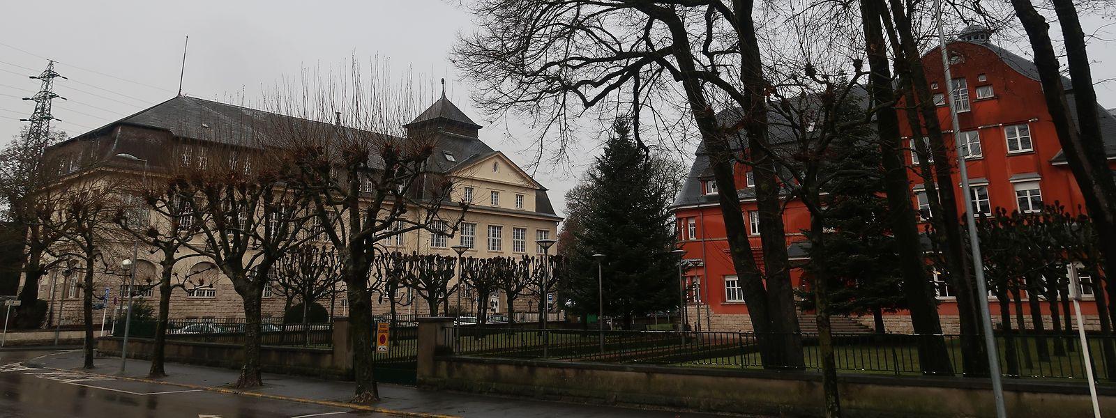Versteckt hinter Bäumen: Rechts das aktuelle Conservatoire und links das Luxcontrol-Gebäude.
