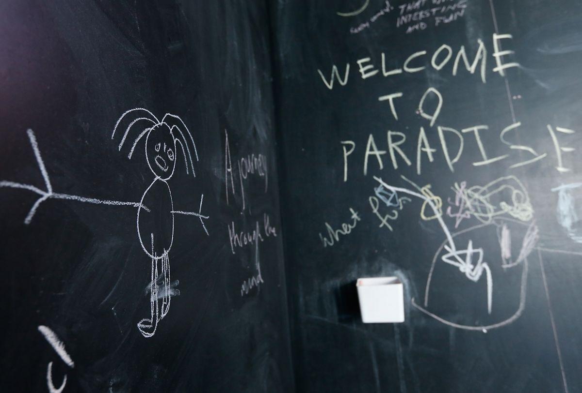 Le visiteur est invité à immortaliser sur un tableau noir avec une craie ses rêves et émotions.