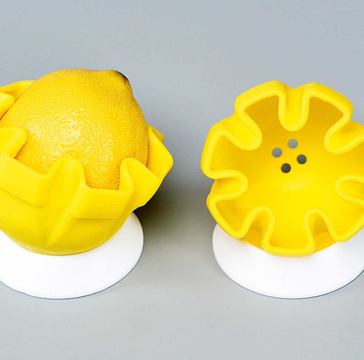 In der Zitronenpresse von Fackelmann lässt sich die Frucht auch aufbewahren, wenn man sie nur schrittweise auspressen möchte.