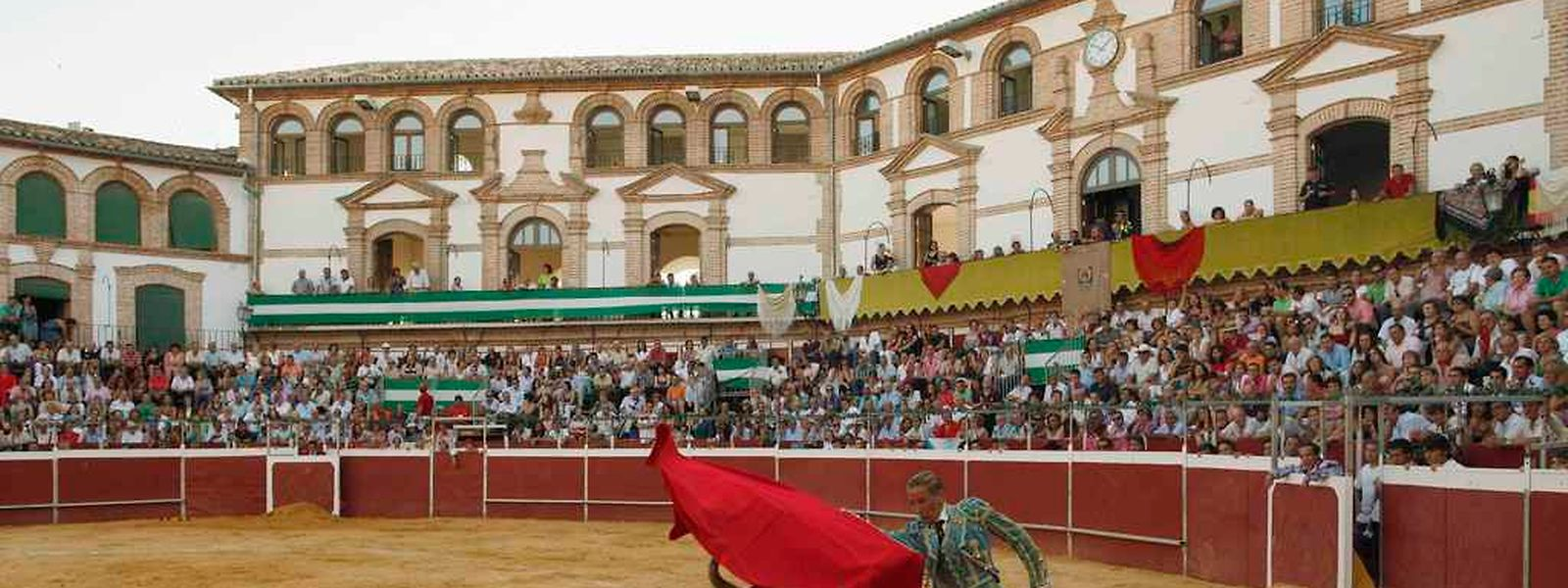 Die spanische Matadorin Mari Paz Vega bei einem Kampf bei Malaga im Jahr 2010.