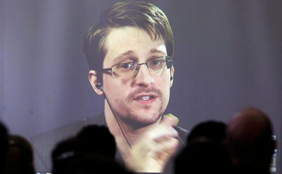 Edward Snowden lebt an einem geheimen Ort in Russland. Am Dienstag spricht er per Video-Schaltung auf der CeBIT in Hannover.