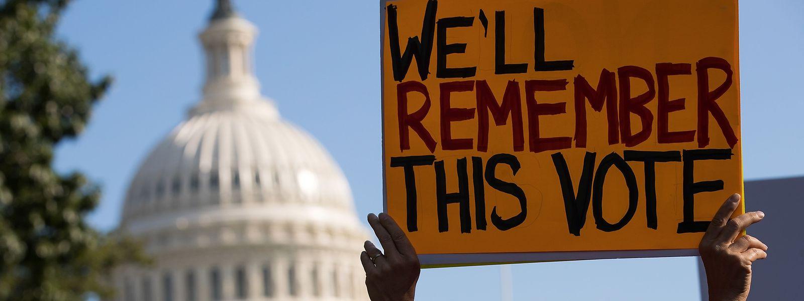 Analoger Protest ist vor dem Capitol in Washington nicht selten. Aber jetzt kommen - digitale - Unmutsbekundungen auch von innen.