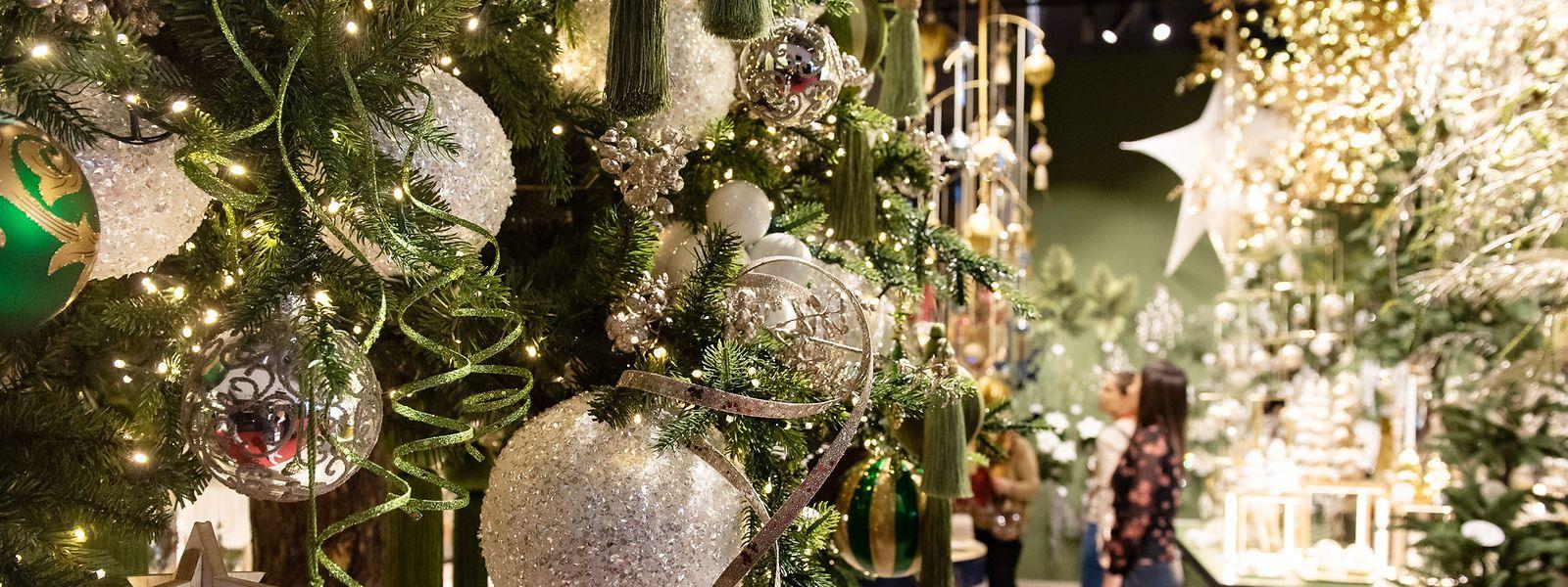 Deko-Trends zu Weihnachten - natürliche Farben, aber auch Glitzer sind 2020 angesagt.