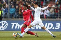 Gerson Rodrigues und die Luxemburger gehen nach dem Sieg gegen Irland selbstbewusst ins Duell mit den Portugiesen um José Fonte (r.).