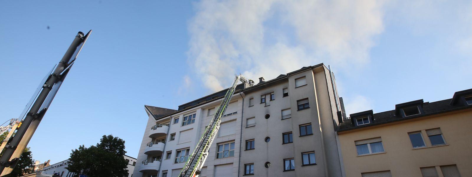 Der Brand war im Dachgeschoss eines Wohnhauses ausgebrochen.