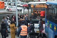 12.2.WO fr / Pas de Train entre Bettemburg et Luxembourg / Bus de Substitution a la Gare de Bettembourg / Bus / Grenzgänger / Pendler / CFL Foto:Guy Jallay