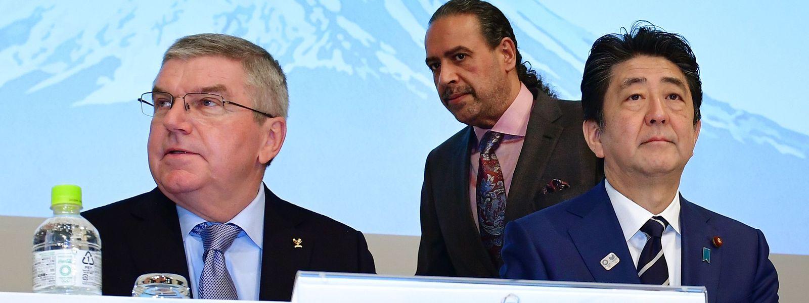 Le président du CIO Thomas Bach et le Premier ministre japonais Shinzo Abe sont ouverts au report des Jeux olympiques.