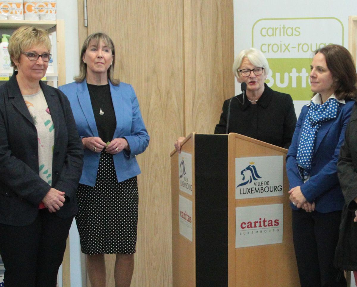 In ihren Eröffnungsreden versprachen Marie-Josée Jacobs, Lydie Polfer und Corinne Cahen, den bedürftigen Menschen die nötige Hilfe und Unterstützung zukommen zu lassen. Die Sozialläden seien ein Schritt in diese Richtung.