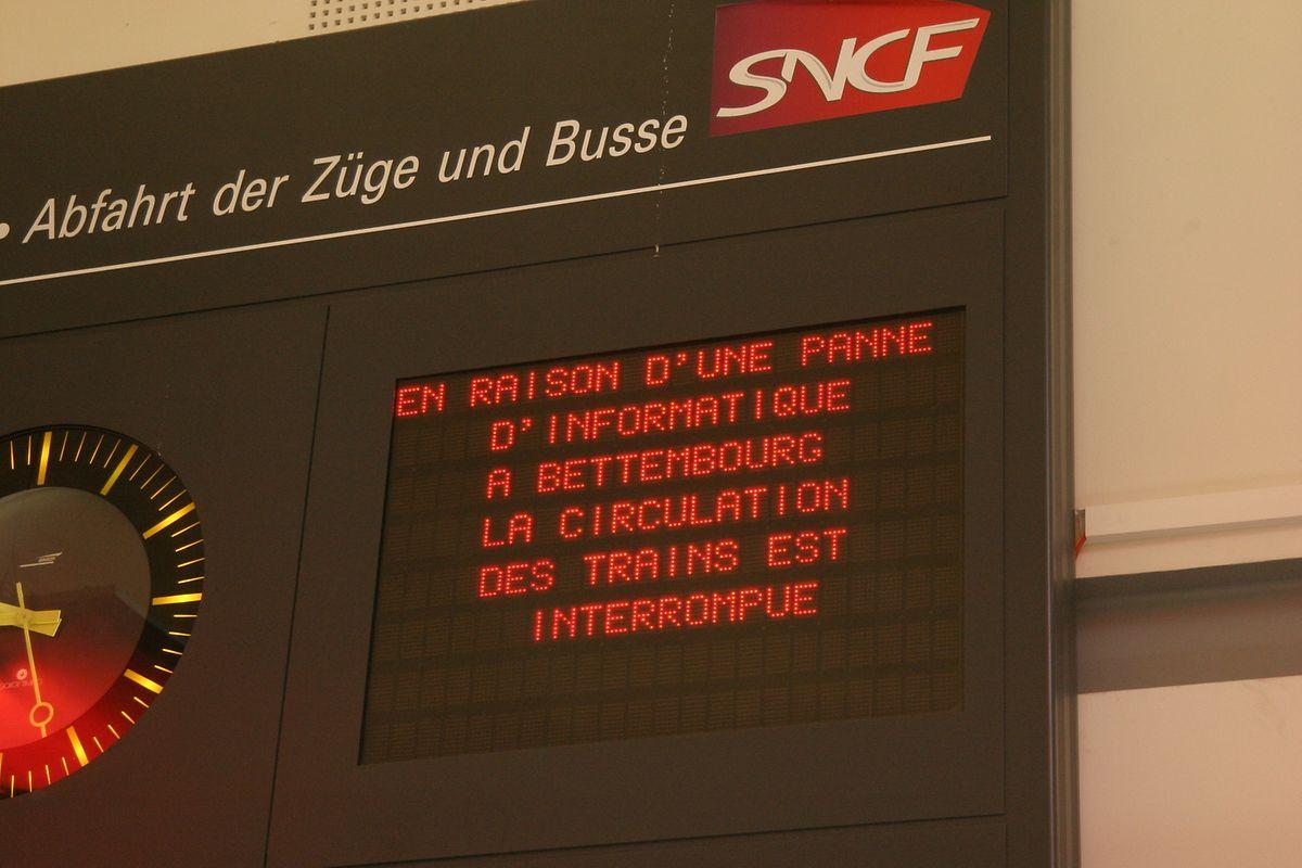 Le message électronique en gare de Thionville est laconique mais dit l'essentiel: plus de trains!
