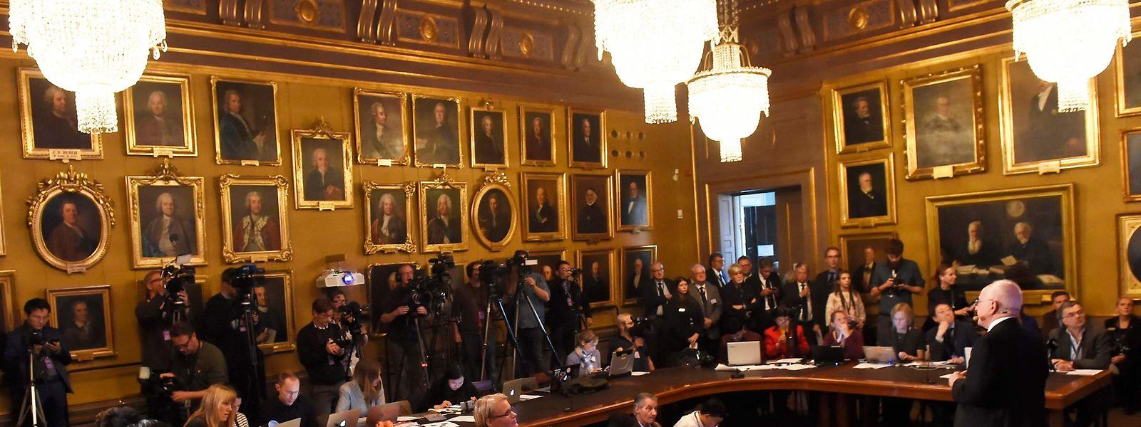 Das Osloer Nobel-Kommitée nennt nur die Anzahl der Nominierungen, nicht die Namen. Die werden nur bekannt, wenn sich die Vorschlagenden selbst an die Öffentlichkeit wenden.