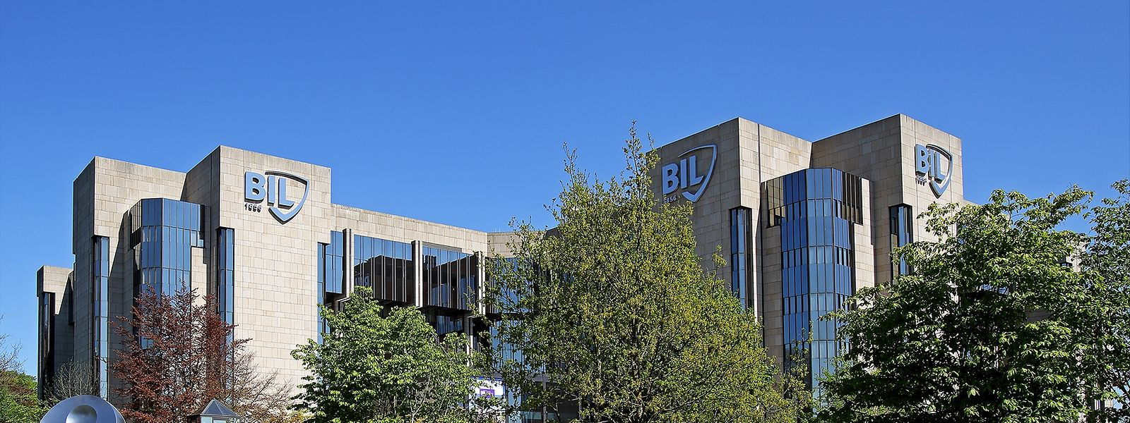Die BIL wurde bereits 1856 gegründet. Sie ist heute in den Bereichen Retail Banking, Private Banking und Corporate Banking sowie an den Kapitalmärkten tätig.