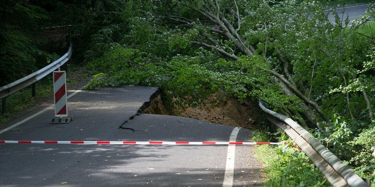Bei den Gewittern wurde unter anderem der CR 128 zwischen Befort und Haller unterspült.