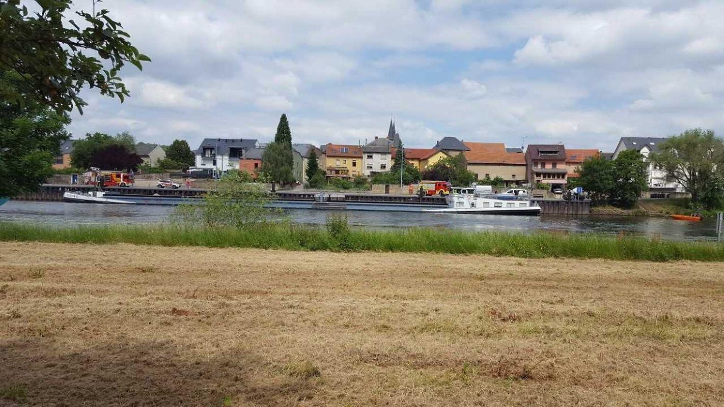 In Mertert hat sich ein Binnenschiff vom Ufer losgelöst und drohte abzutreiben.