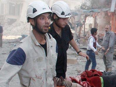 Weißhelme im Einsatz nach einem Luftangriff.