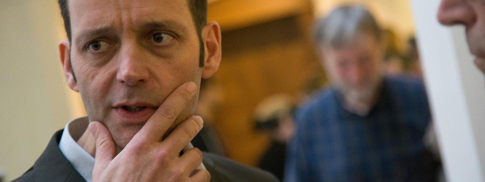 Le journaliste Edouard Perrin conteste les saisies de documents à son domicile effectuées à la demande de PWC.