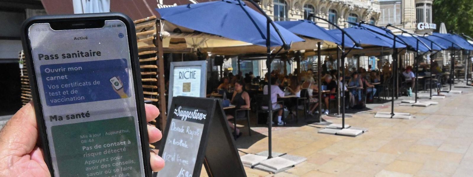 """Si en France le """"pass sanitaire"""" est exigé à l'entrée des restaurants, ce n'est toujours pas le cas en Belgique."""