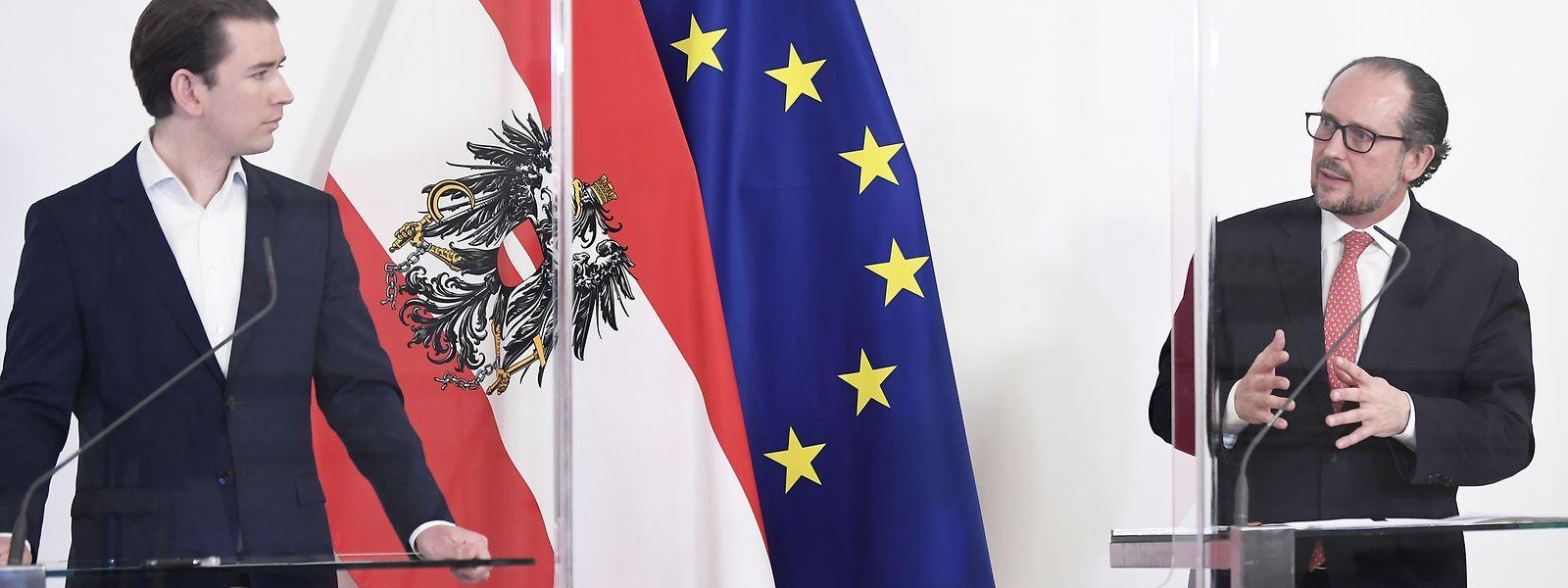 Sebastian Kurz (links, ÖVP), zurückgetretener Bundeskanzler von Österreich, und sein Nachfolger Alexander Schallenberg (ÖVP)