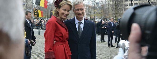Prinzessin Mathilde und Prinz Laurent lächeln für die Kameras. Vorher waren einige flämische Chaoten festgenommen worden, die das Fest störten wollten.
